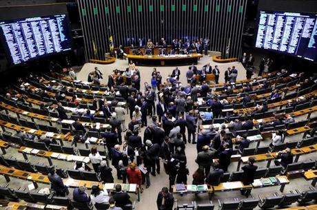 Aposentadorias de deputados custam R$ 7,8 mi/mês