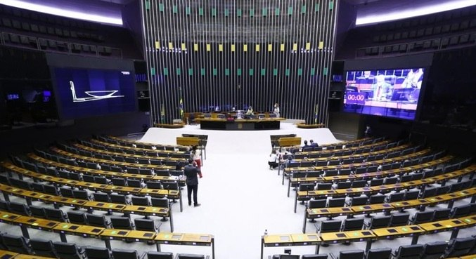 Plenário da Câmara, que aprovou MP que renovou programa de redução de salários