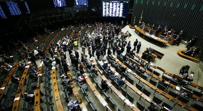 A MP que altera a estrutura do governo já recebeu 541 emendas de deputados e senadores. Na foto, o plenário da Câmara