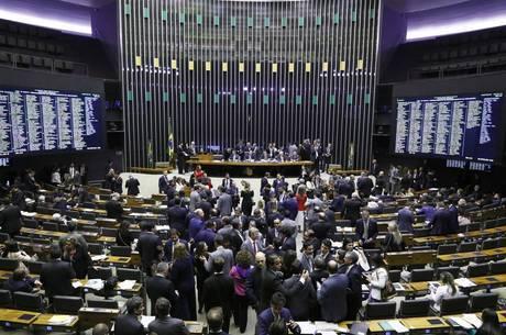 Câmara aprova projeto que criminaliza abuso de autoridade