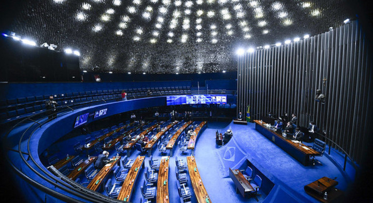 Proposta teve como relator o senador Marcos Rogério (DEM-RO): foram 71 votos favoráveis e nenhum contrário