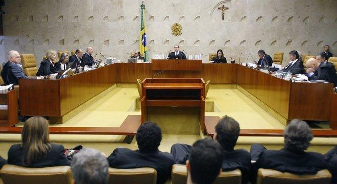 Plenário do STF reunido para analisar dados sigilosos