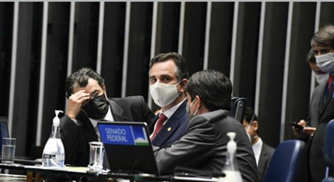 Os senadores Eduardo Braga, Rodrigo Pacheco e Luiz Fernando Bandeira de Mello Filho