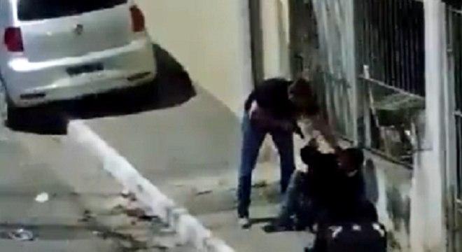Policial foi gravado ameaçando motoboy após suposta tentativa de assalto