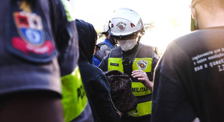 No ano passado, atuando como serviço essencial, 472 policiais faleceram por covid-19