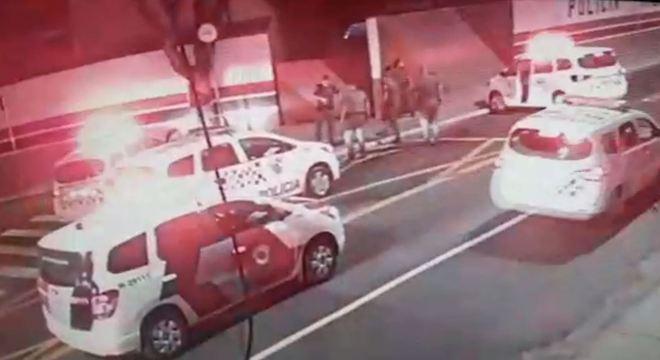 Policial atira contra motociclista pelas costas na zona leste de SP