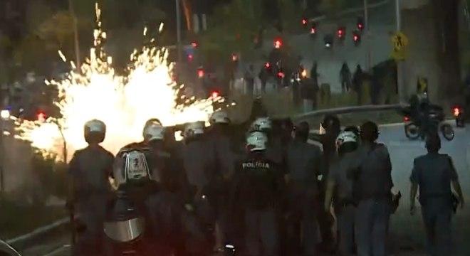 PMs usaram bombas para dispersar manifestantes na Marginal Pinheiros