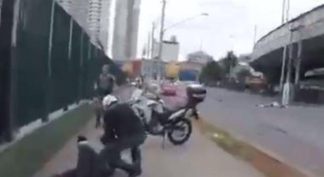 Três falsos policiais civis foram presos e um carro roubado foi recuperado