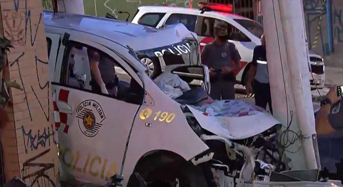 Três PMs ficam feridos após colisão em poste na zona sul de SP