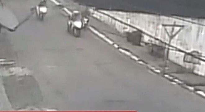 Câmera de segurança mostrou policiais militares assassinando jovem de 19 anos