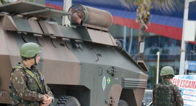 Soldados fazem a segurança em Fortaleza