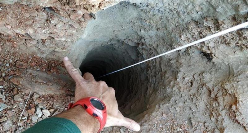 Espanha: equipes analisam 3 vias para salvar bebê que caiu em poço