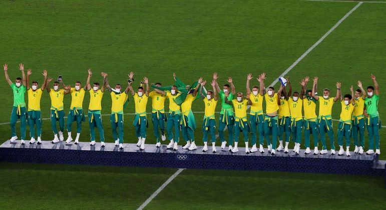 Cinco anos após ganhar ouro na Rio 2016, seleção masculina sobe no lugar mais alto do pódio de novo