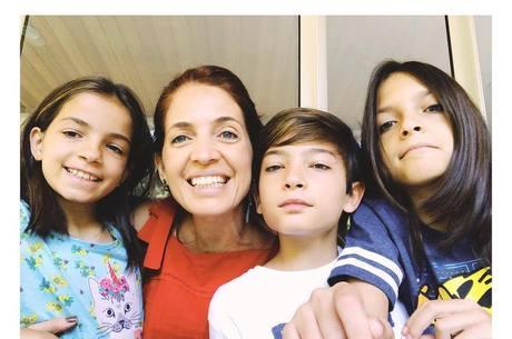 Poliana Abritta compartilhou foto com os filhos