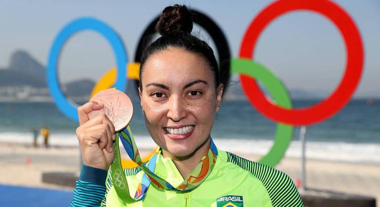 Poliana Okimoto, uma medalha, mas nas Águas Abertas