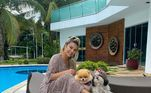 Poliana também gosta de curtir o tempo livre na companhia das cachorrinhas de estimação
