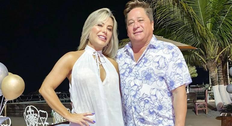 Poliana Rocha comenta viagens constantes do marido, Leonardo