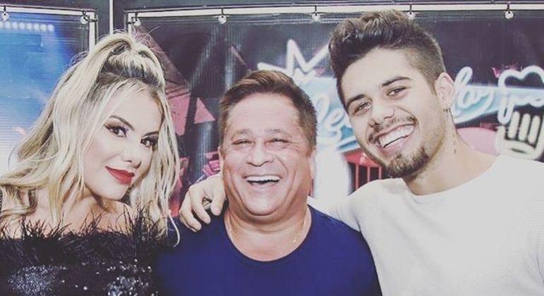 Poliana Rocha ao lado do marido, Leonardo, e do filho, Zé Felipe