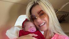 Mãe de Zé Felipe registra primeira viagem de avião de Maria Alice