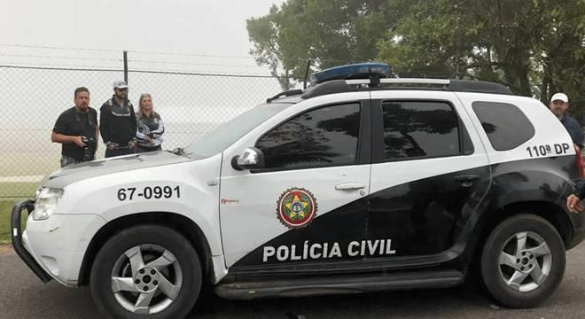 Viatura de polícia atrás de Neymar na Granja Comary. Situação inédita na história