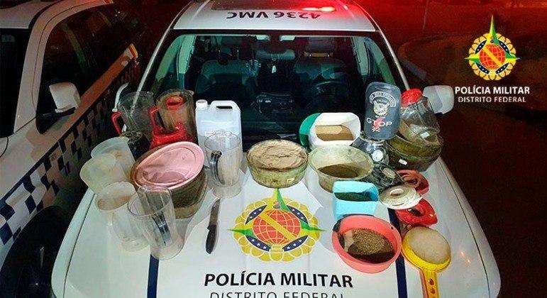 Os militares encontraram substâncias como haxixe, cocaína, skank e maconha