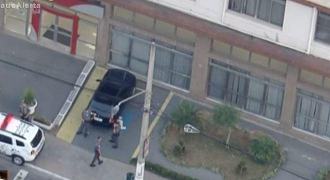 Ao menos seis suspeitos roubaram banco na zona leste