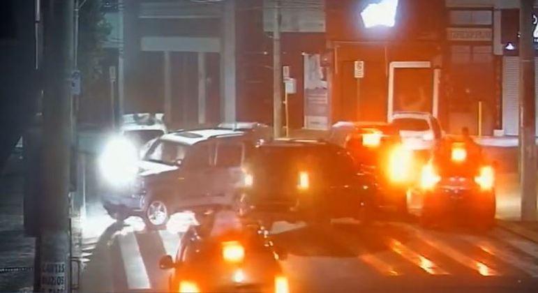Polícia atuou para retirar explosivos espalhados pelo centro de Araçatuba