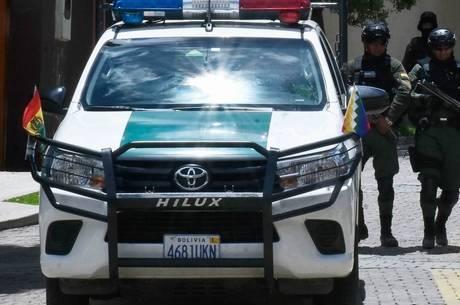 Policiais foram presos por exigir US$ 50 mil a brasileiros