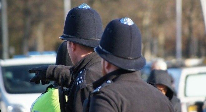 Polícia britânica se prepara para mais problemas neste final de semana