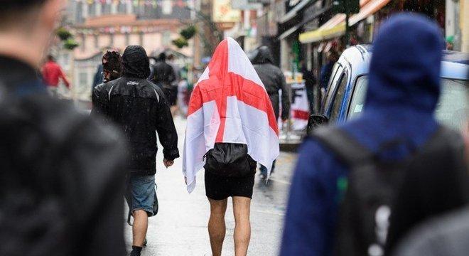 Polícia britânica pede que ingleses tenham prudência ao mostrar bandeira  Crédito: Leon Neal / AFP / CP
