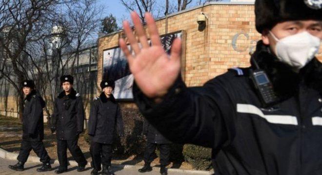 Polícia chinesa na embaixada do Canadá