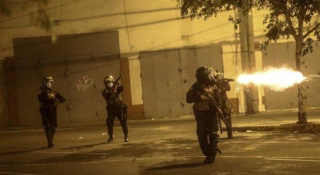 Manifestantes dizem ter sido atacados pela polícia com balas de borracha