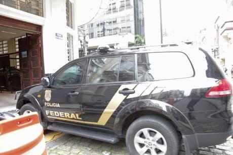 Operação interna da PF prendeu dois federais ontem