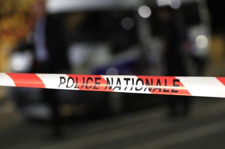 Homem foi preso tentando entrar com faca em bonde