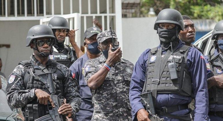 Aumenta a disputa de poder entre grupos rivais no Haiti após o assassinato do presidente