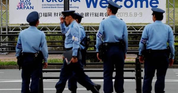 Japão: homem é detido após esfaquear policial e roubar arma