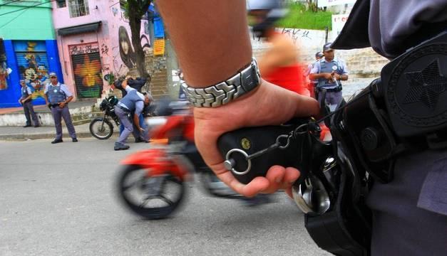 Lei prevê proteção integral a policiais civis e militares em SP