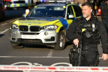 Media Polícia fechou a London Bridge, no centro de Londres, após o ataque