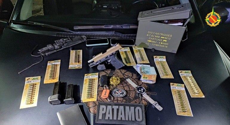 Arma, munição e dinheiro apreendidos com motorista suspeito de tentar estuprar passageira