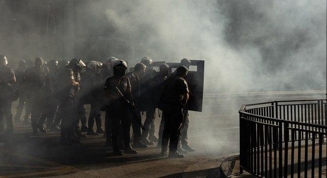 Policiais atuam no protesto de domingo (31)
