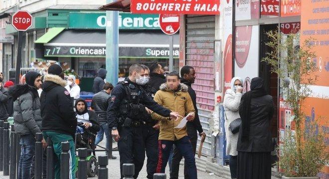 Saint-Denis, região do subúrbio parisiense, se tornou uma das das mais afetadas pelo coronavírus