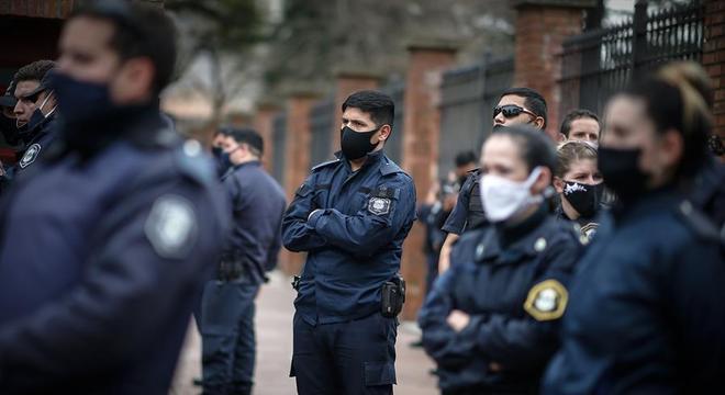 Policiais bonaerenses, como são chamados, não aceitam negociação