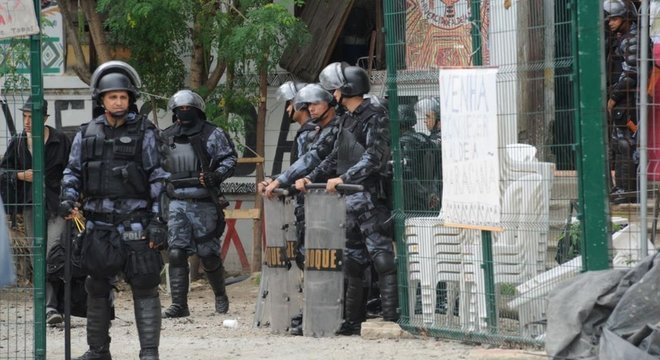 O 'excludente de ilicitude' defendido por Bolsonaro para policiais já existe hoje no Código Penal