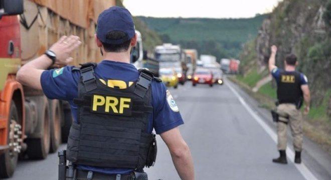 Policias foram condenados por cobrar valores de motoristas de caminhão-guincho
