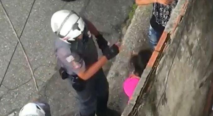 Policial militar agride mulher com tapa na cara na zona sul de SP