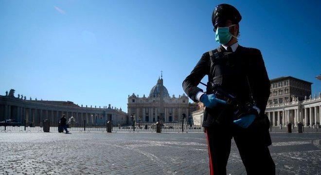 Um bloqueio imposto em 12 de março na Itália foi prorrogado