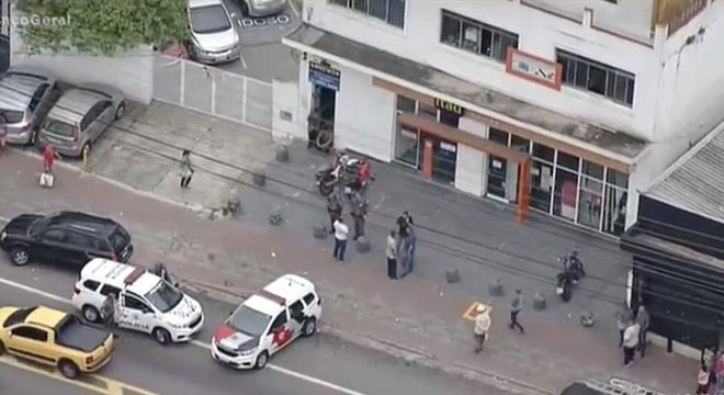 Crime ocorreu em frente a uma agência bancária