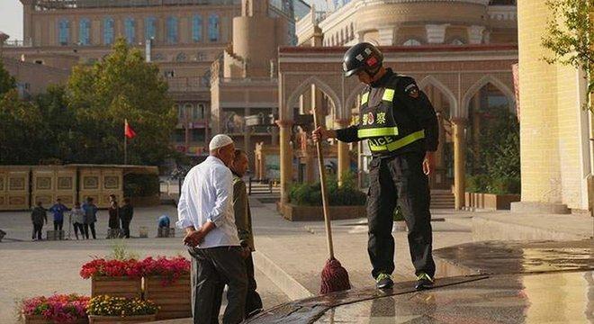 A reportagem tentou descobrir horários de oração em uma mesquita em Kashgar, sem sucesso