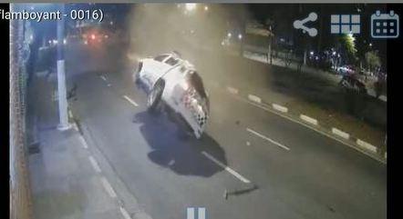 Policial militar morre após capotar viatura em Osasco (SP)