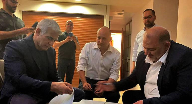 Partidos se uniram para tentar encerar o período de 12 anos de Benjamin Netanyahu como primeiro-ministro